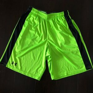 🆕 Under Armour shorts loose fit M green/black